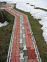 Дорожка, тротуарная плитка. Увеличить