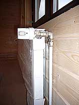 Радиатор отопления с термоголовкой. Увеличить